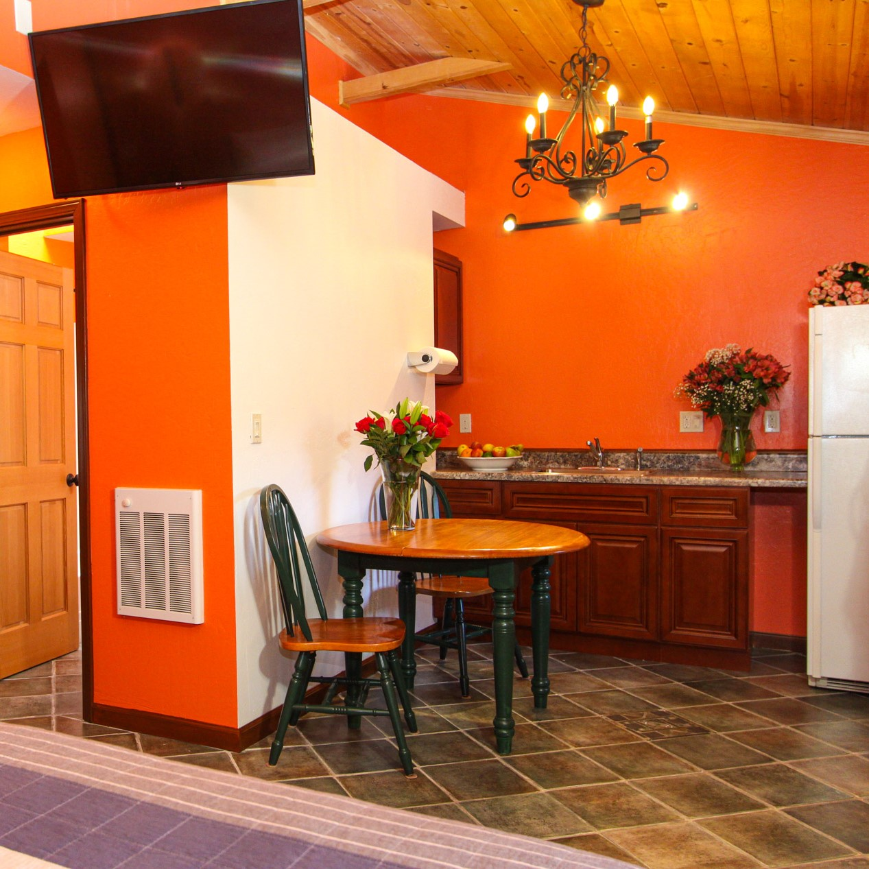guest room kitchen at the woods cottages & cabins at the russian river in guerneville
