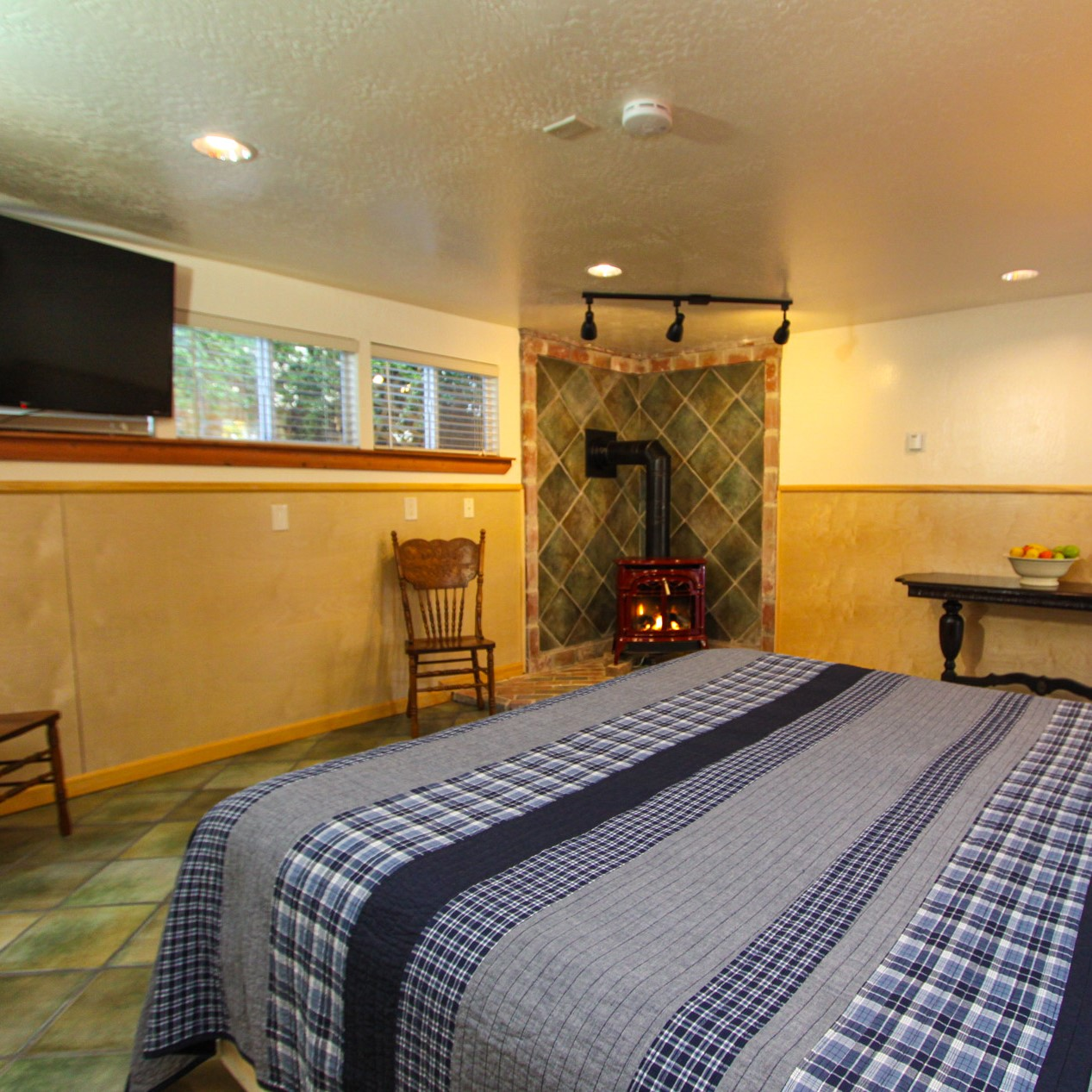 guest room at the woods cottages & cabins at the russian river in guerneville